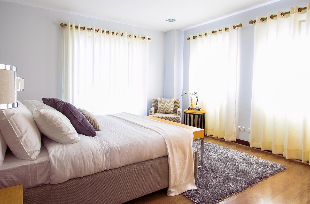 Na co zwrócić uwagę, wybierając narzutę na łóżko?
