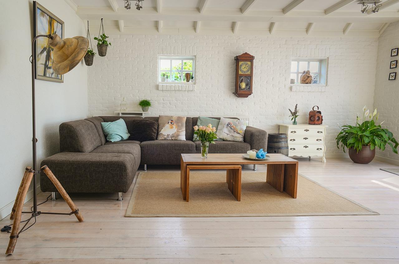 Wybór zestawu wypoczynkowego do salonu – czym się kierować?