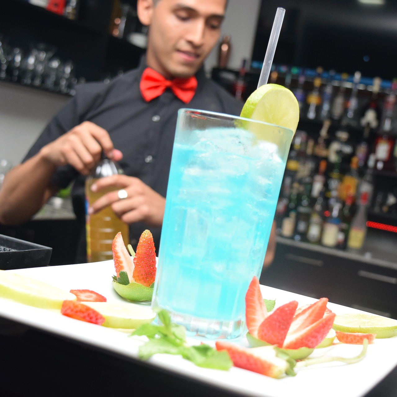 Akcesoria do drinków, czyli artykuły przydatne w każdym barze
