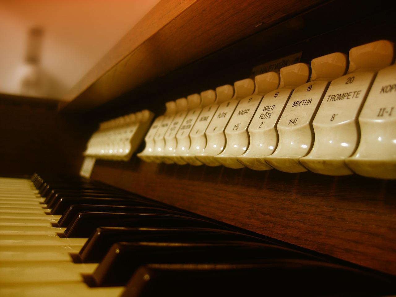 Jak wybrać dobre organy kościelne?