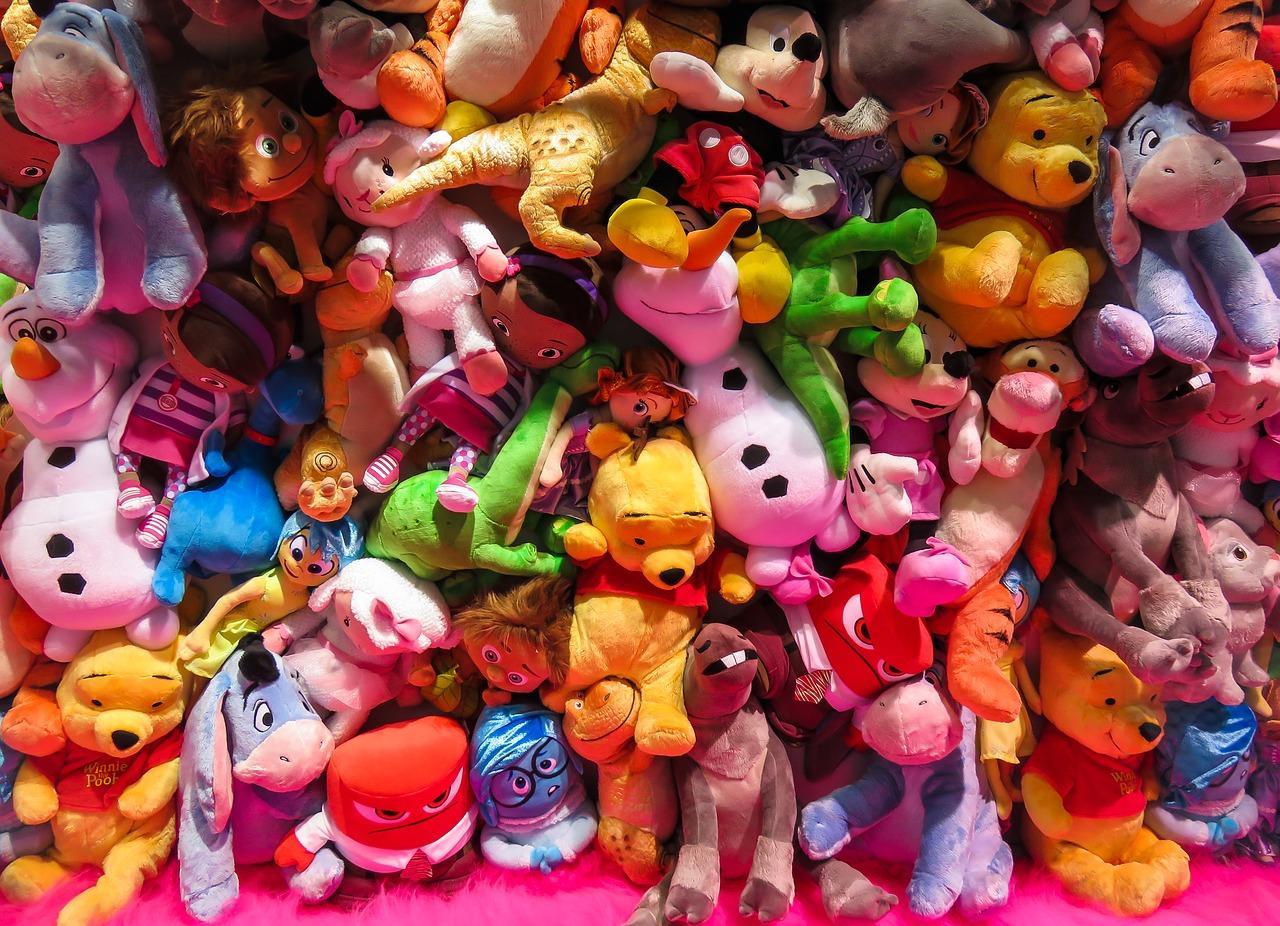 Jakie zabawki warto kupić niemowlakom
