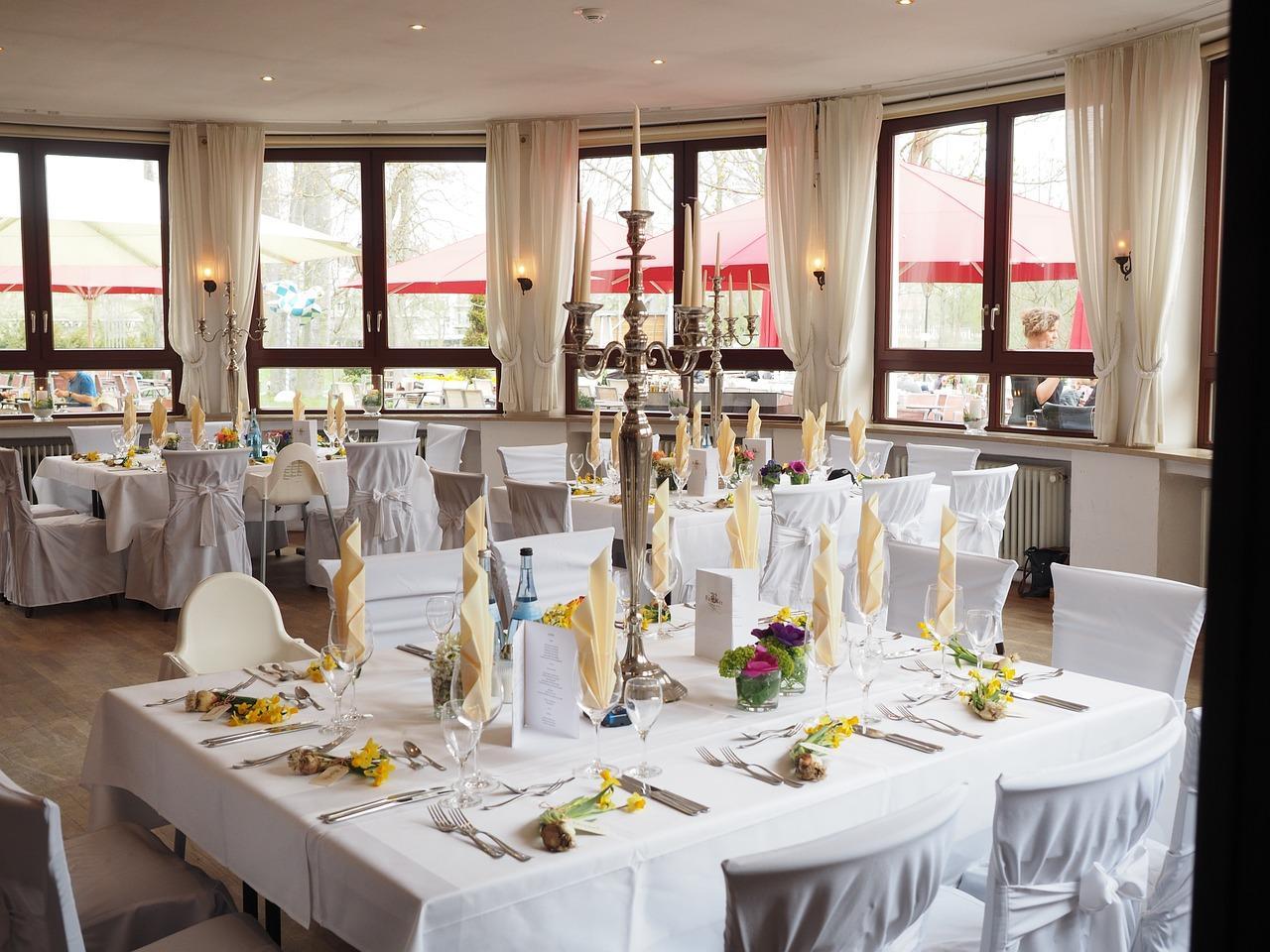 Jak zapewnić komfort gościom na dużym weselu?
