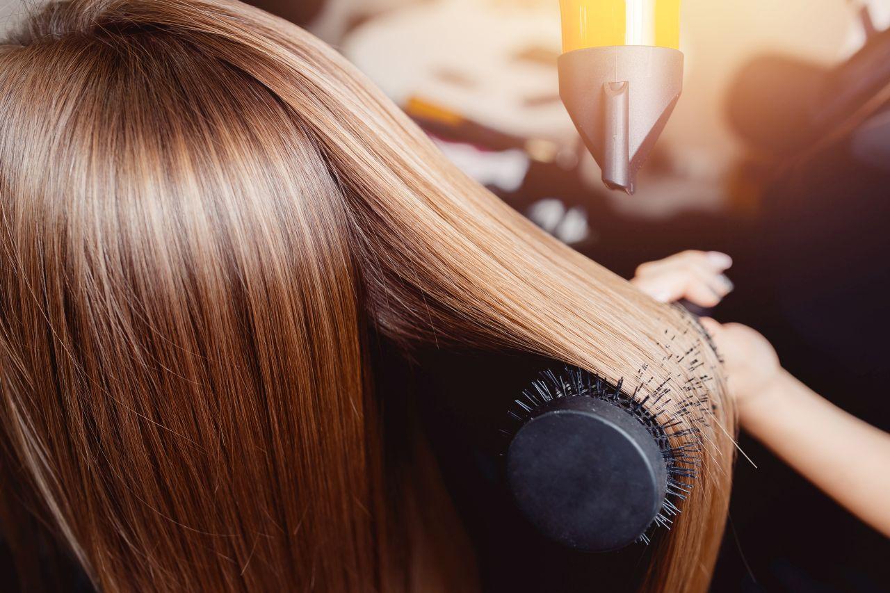 Kilka sposobów na wzmocnienie włosów