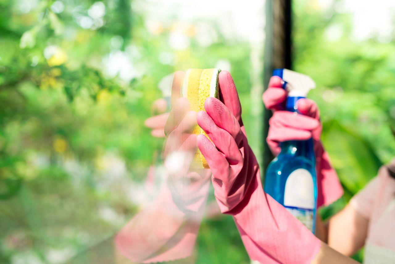 Kiedy warto skorzystać z usług firm sprzątających?