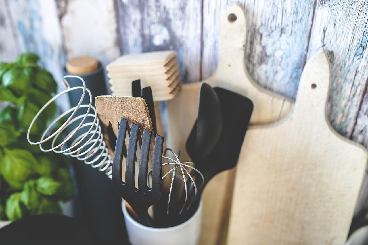 Funkcjonalne gadżety przydatne w każdej kuchni