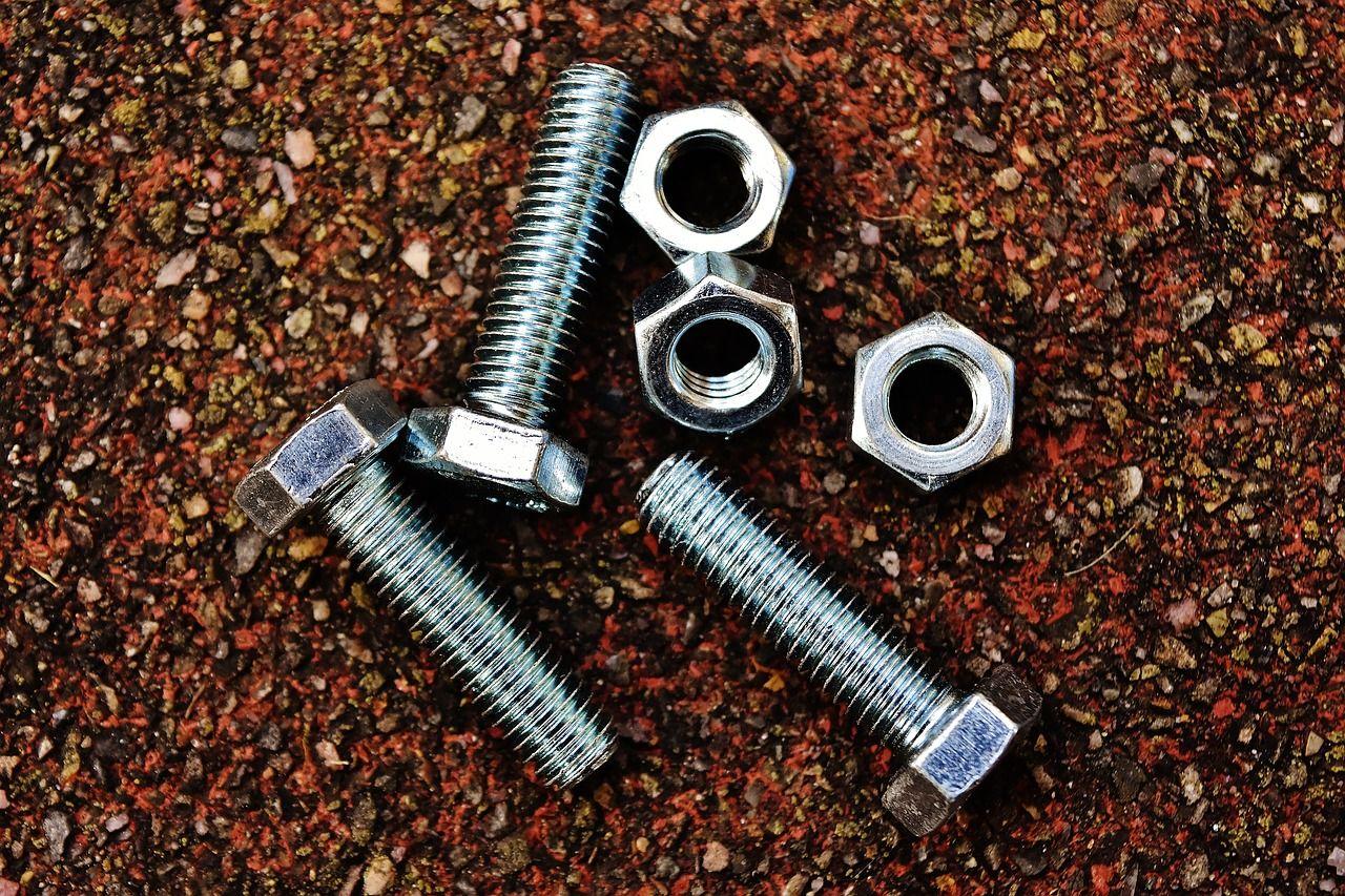 Rodzaje śrub wykorzystywanych przy naprawie i montażu