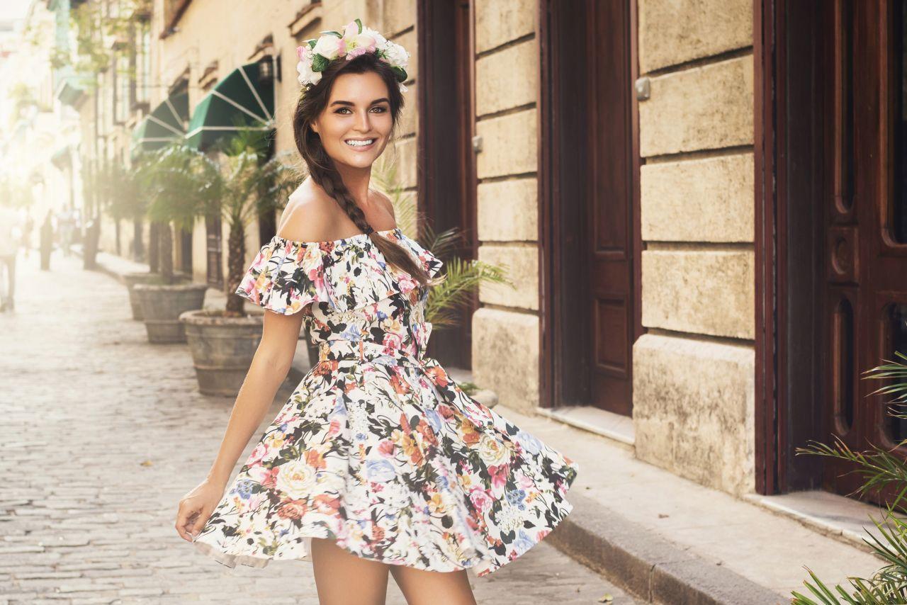 Sukienki na wiosnę i lato – najmodniejsze wzory