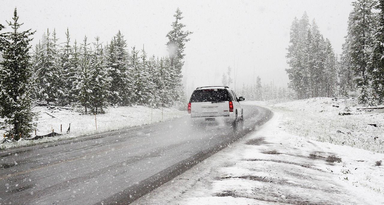 Dlaczego zimą nie powinno się jeździć na letnich oponach?