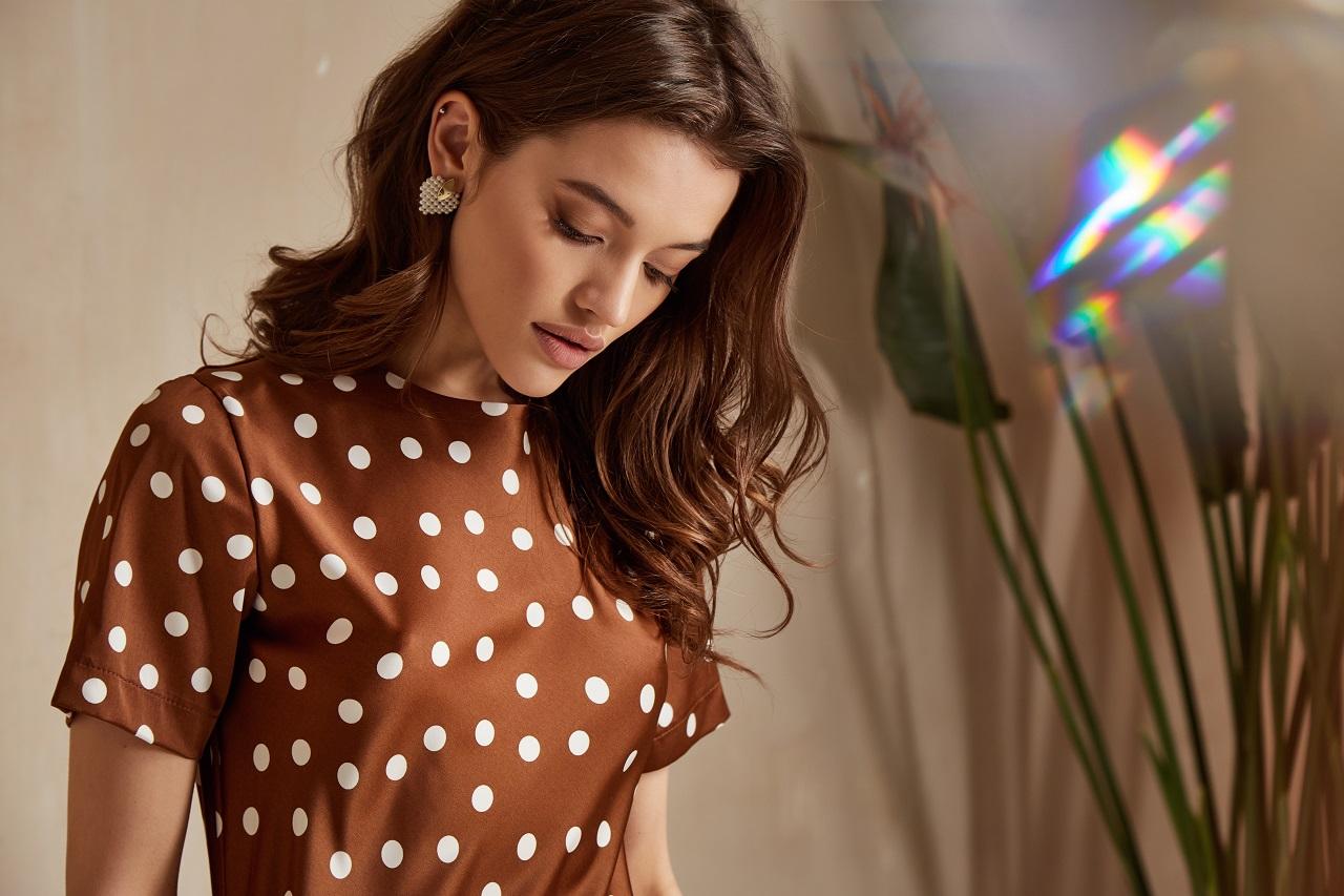 Który typ sukienki najlepiej się sprawdzi podczas wesela?
