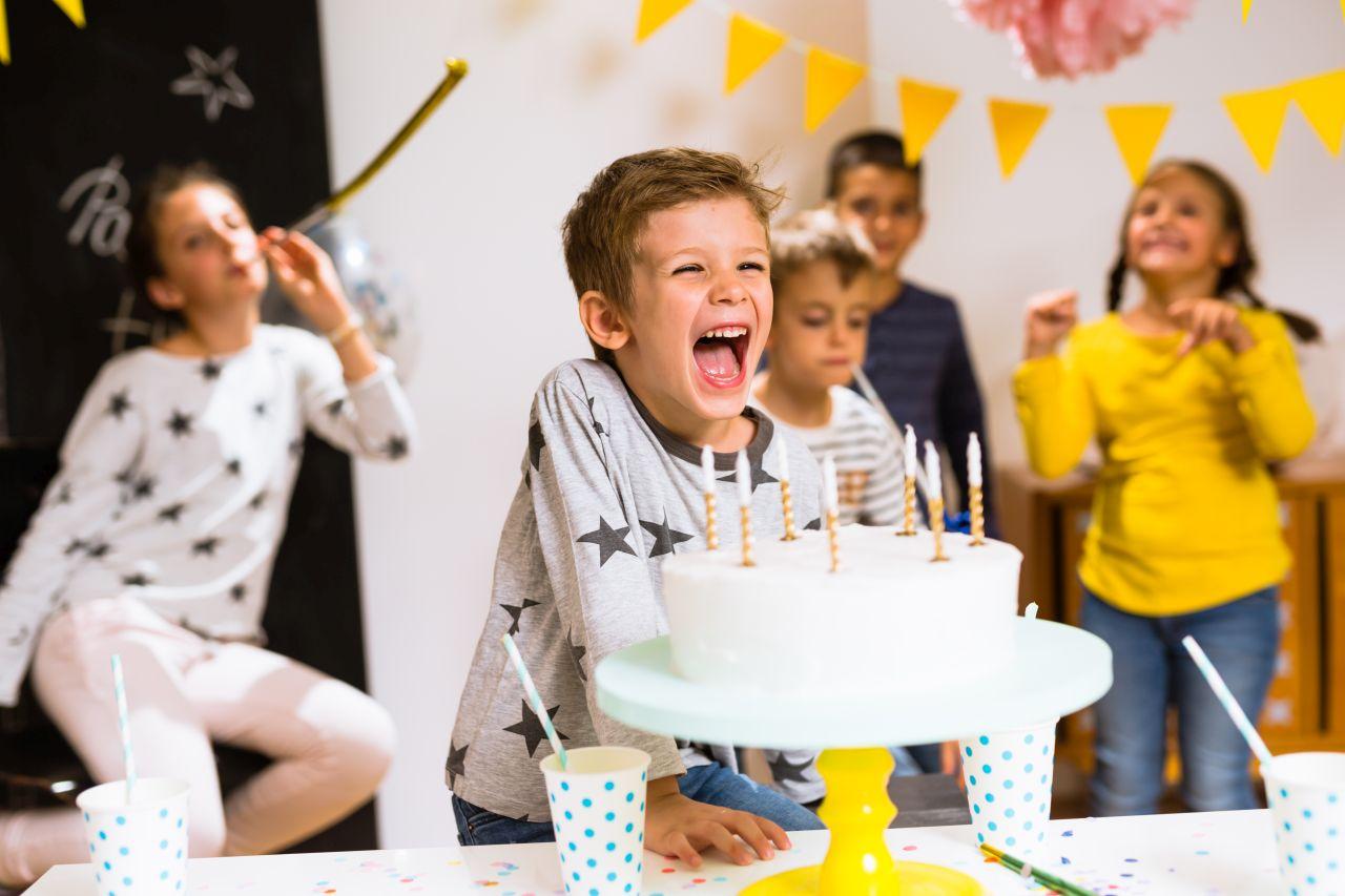 Jak zorganizować przyjęcie urodzinowe swojego dziecka, aby niczego istotnego na nim nie zabrakło?