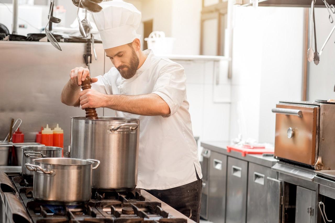 Czapka kucharska – nieodłączny atrybut każdego kucharza