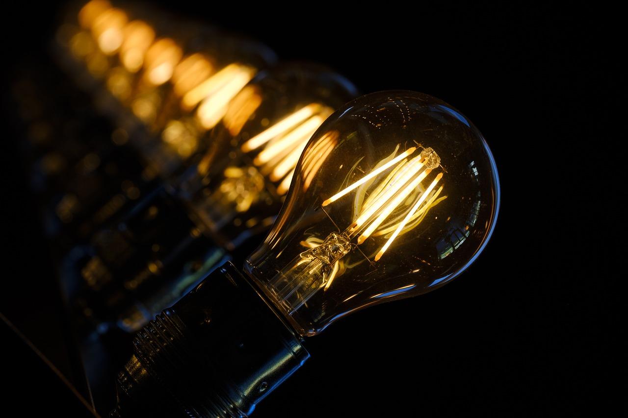 Dlaczego lampy solarne są lepsze od tradycyjnego oświetlenia?